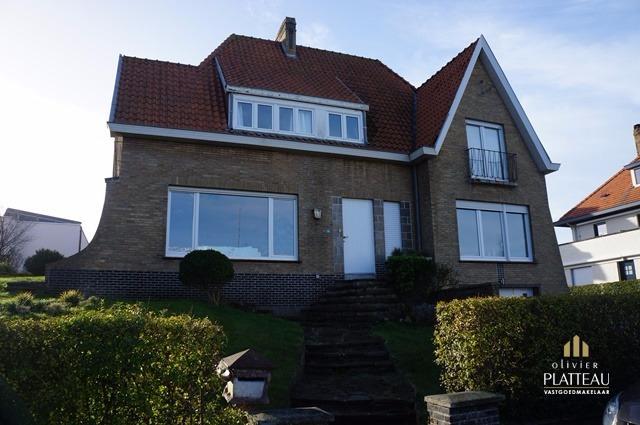 Villa met 5 slpk op 696m² zeer dicht bij zee in de Simli-wijk te Nieuwpoort-Bad.