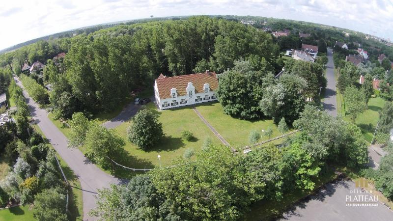 Uitzonderlijke grote villa met 7 slpk op 4115m² gelegen in de SIMLI wijk te Nieuwpoort-Bad.