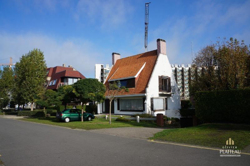 Alléénstaande woning met 3slpk op 541m² gelegen vlakbij zee.