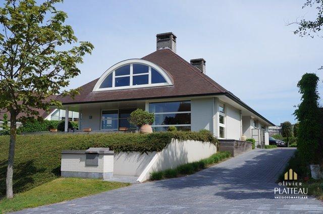 Moderne villa met 4 slpk op topligging te Nieuwpoort-Bad.