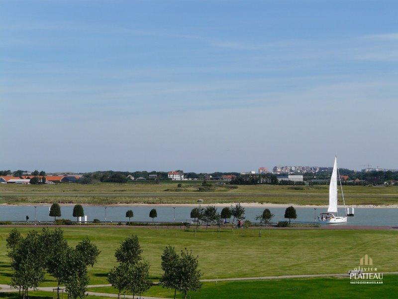 Prachtige penthouse van 191m² met 4 slpk en grote terrassen gelegen langs de havengeul.