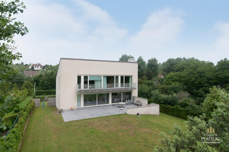 Moderne recente villa met 5 slpk op 1085m² in de Simli wijk!