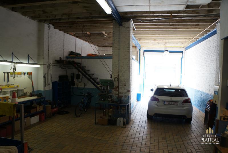 Loft met grote garage vlakbij de kaai te koop op lijfrente.