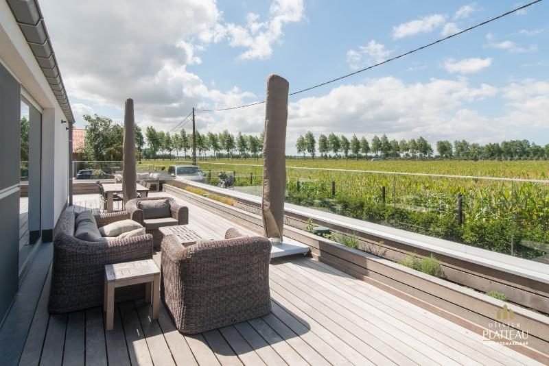 Recente instapklare villa op 1150m² te Oostduinkerke.