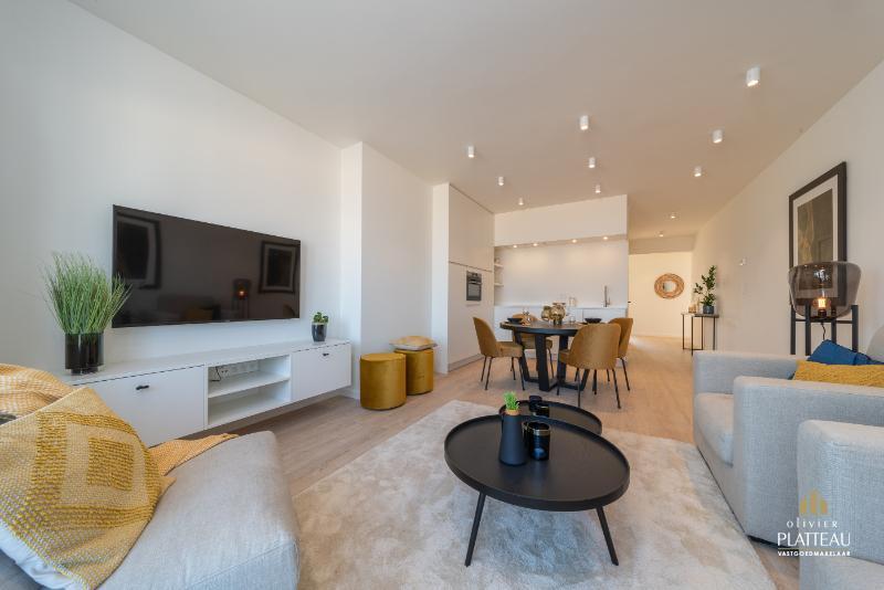Compleet vernieuwd en instapklaar appartement met 3 slpk op de zeedijk van Koksijde.