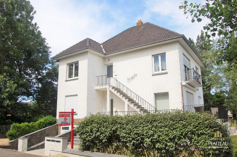 Gerenoveerd appartement met 3 slpk in kleinschalige residentie met slechts 3 entiteiten.