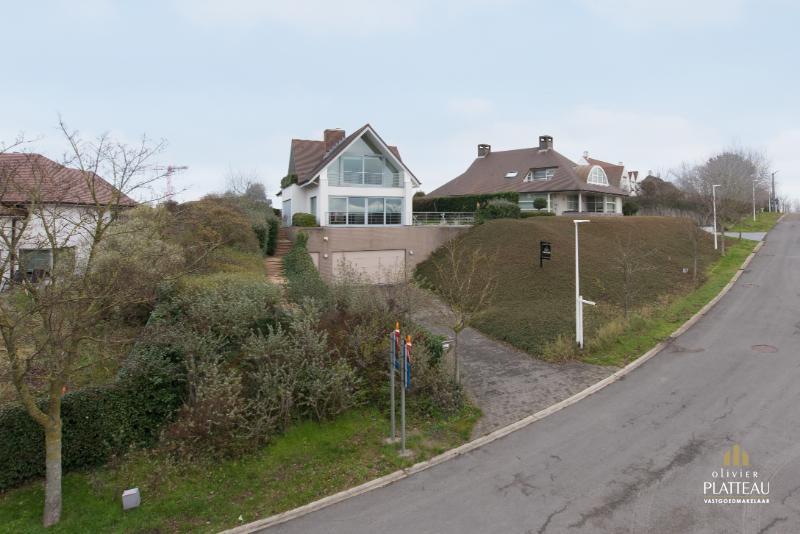 Grote villa met 4 slaapkamers en huislift op topligging vlakbij zee te Nieuwpoort-Bad.