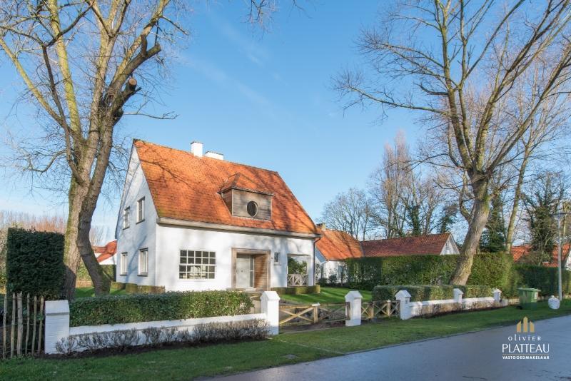 Zeer charmante kustvilla met 4 slpk op unieke locatie te Nieuwpoort-Bad.