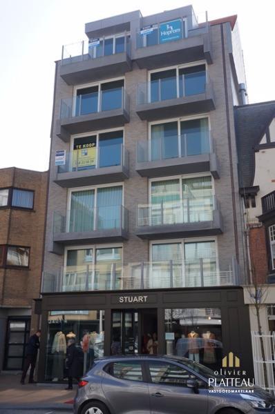 Duplex-appartement met 1slpk in de nieuwbouwresidentie Stuart gelegen in de winkelstraat te Nieuwpoort-Bad.