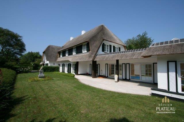 Grote villa op 1527m² zeer centraal gelegen in de Simli-wijk te Nieuwpoort-Bad.